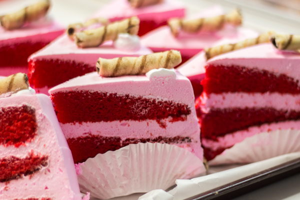 celebrity-bakery-cake-red