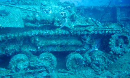 Wreck Dive in Chuuk by Dr. Dwayne Meadows, NOAA/NMFS/OPR. (NOAA Photo Library: reef3606) [CC BY 2.0 (http://creativecommons.org/licenses/by/2.0) or Public domain], via Wikimedia Commons